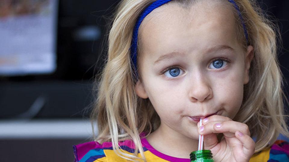 炭酸飲料の飲み過ぎは体にどんな影響を与えるか