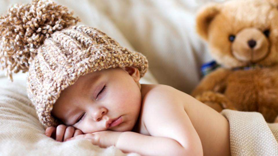 眠っている間に、顔のシワを目立たなくする方法