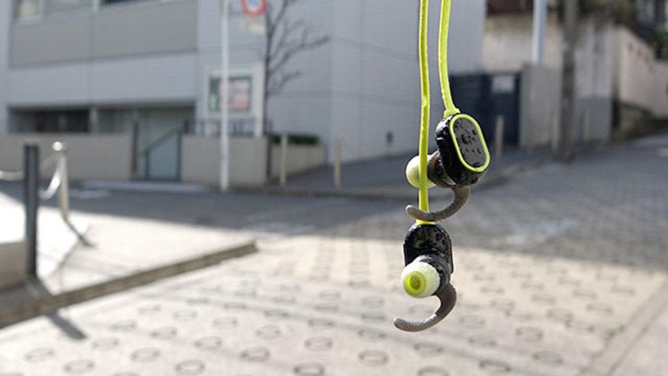 ランニングのお供に。3000円でお釣りがくる防滴ヘッドセット【今日のライフハックツール】