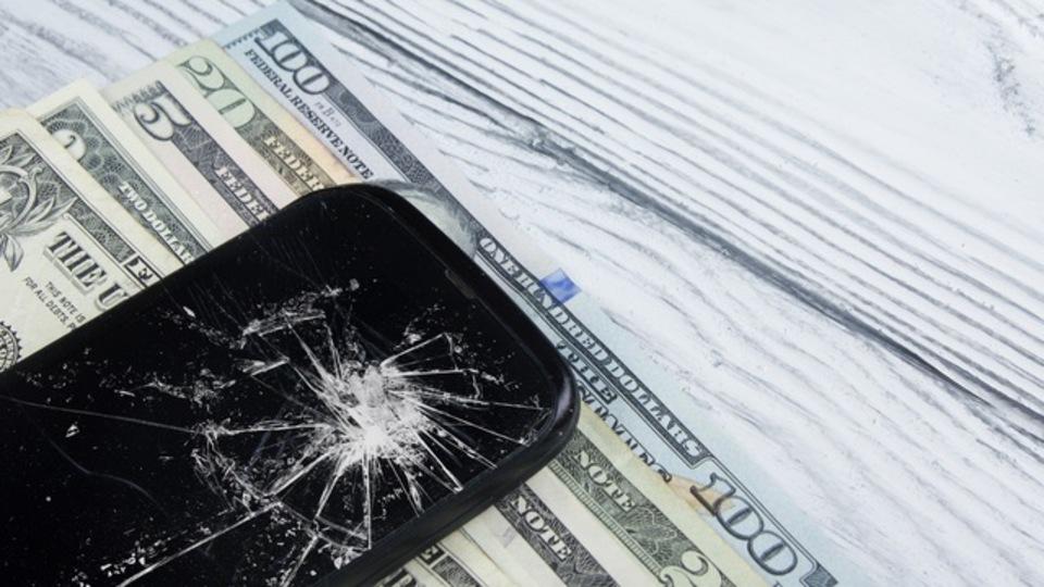 スマートフォンの保険、加入する価値はある?