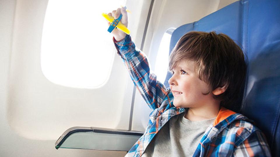 フライト中の耳の痛みを無理なく軽減する方法