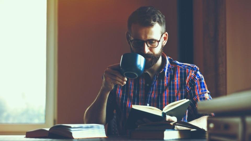 私がどうやって朝型人間になり、新しい語学を習得し、5倍の本を読むという2015年の目標を達成したか