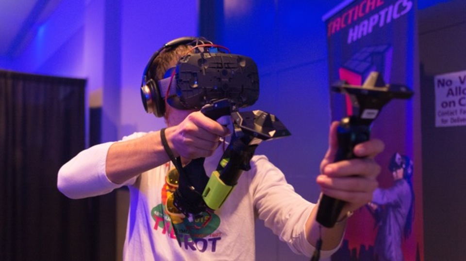『Oculus Rift』『HTC Vive』『PlayStation VR』:仮想現実で遊ぶならどれにする?