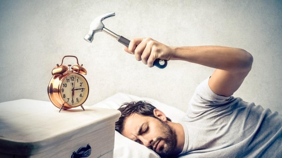 目覚まし時計を捨てよう!プロギャンブラー流、最強睡眠術