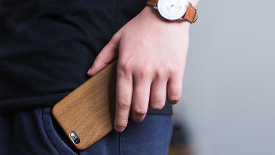 ウッドの上品さと樹脂の薄さを両立させたiPhoneケース【今日のライフハックツール】