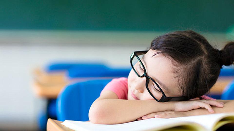 研究結果:子どもの近視予防には、外の光を毎日浴びると良い?
