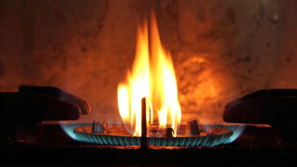 台所で燃え上がった火を消す正しい方法