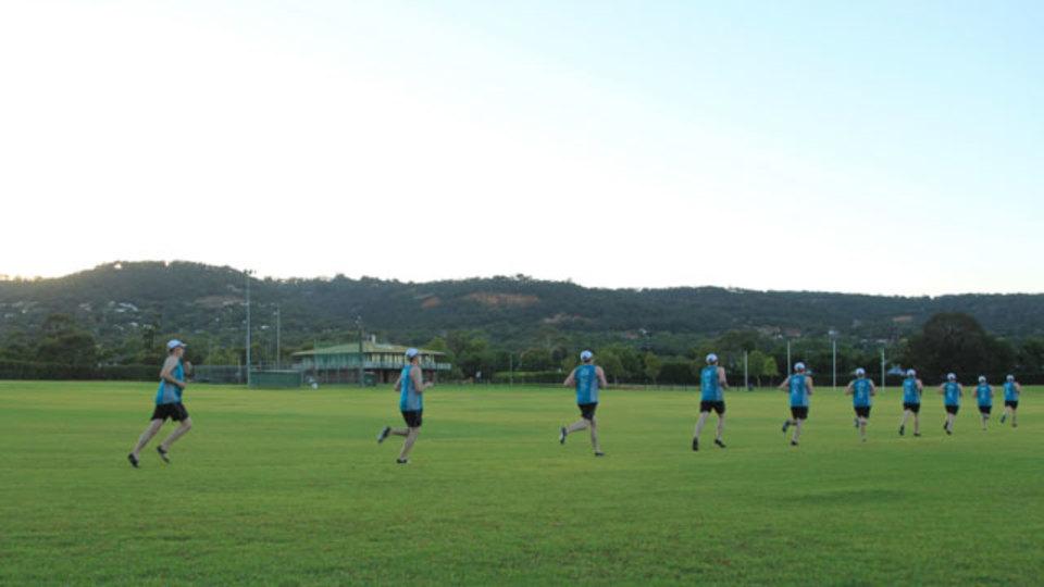 芝生の上を走ると筋力とバランス感覚が鍛えられる