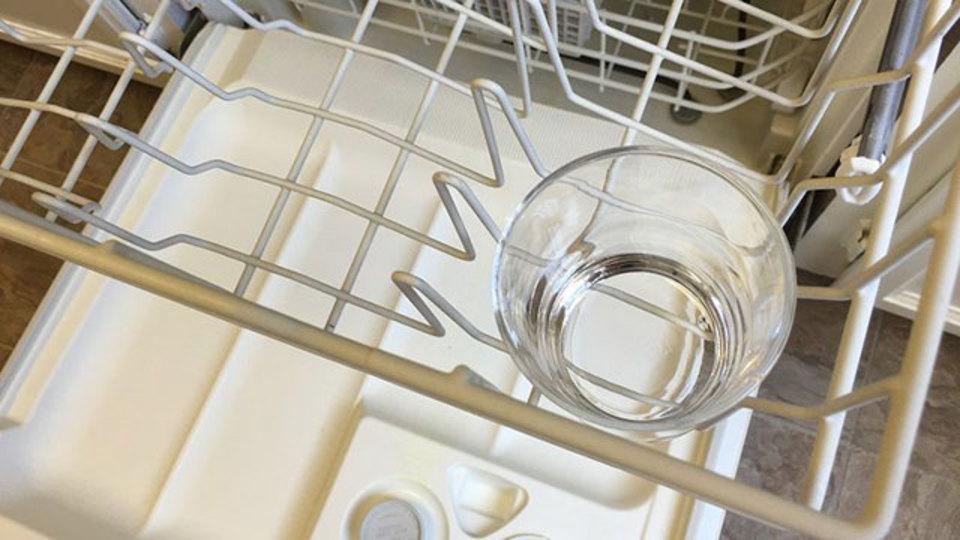 食洗機の中の食器が洗浄済みか未洗浄かを見分ける方法