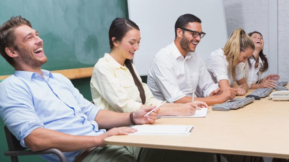 仕事でも役立つ、人を「笑わせる」5つのテクニック