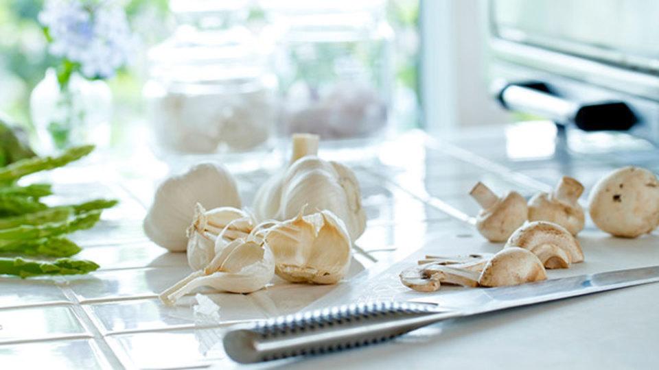 包丁だけでニンニクをすり潰す一番簡単な方法
