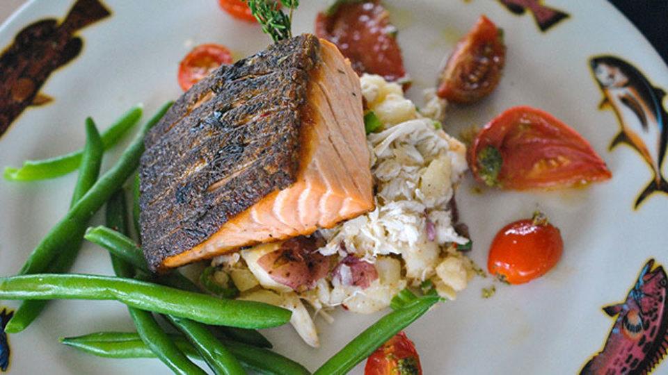 魚のグリルをパリパリに仕上げる秘訣:調理前に乾かすこと