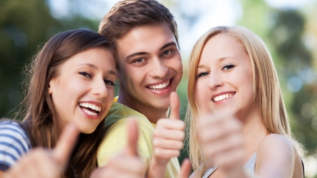 仲間と一緒にいた方が、恋人が見つかる確率が高い?