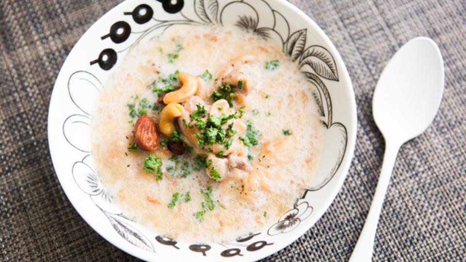 時間がない朝に作るエナジー朝食:梅雨時期の広がりやすい髪をまとめる「ナッツと豆乳のチキンシチュー」