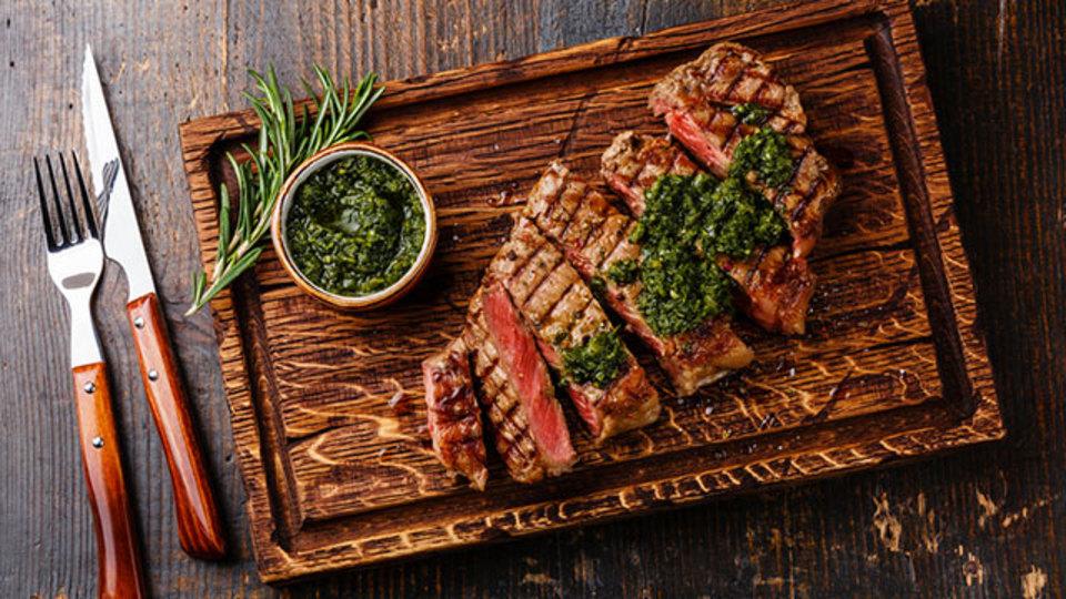 冷凍ステーキ肉をそのまま焼いて完璧に仕上げる方法