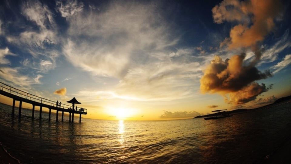 石垣・宮古...沖縄へ行くなら穴場は離島!美しい海と自然にかこまれた宿13選ほか〜木曜のライフハック記事まとめ