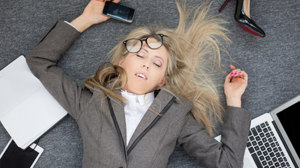 仕事中毒と精神疾患に密接な関係:研究結果