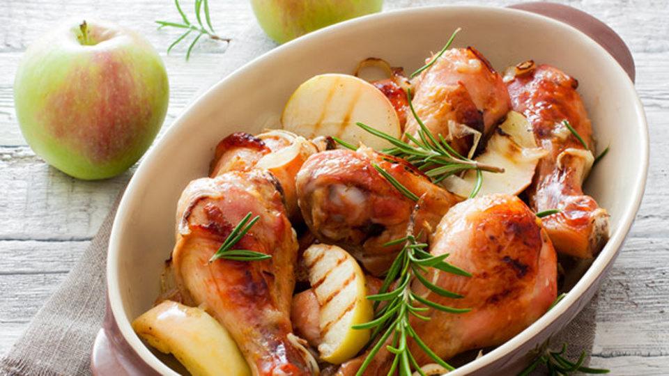 屋外料理のデザートに、スモーキーで甘い「りんごのグリル」はいかが?