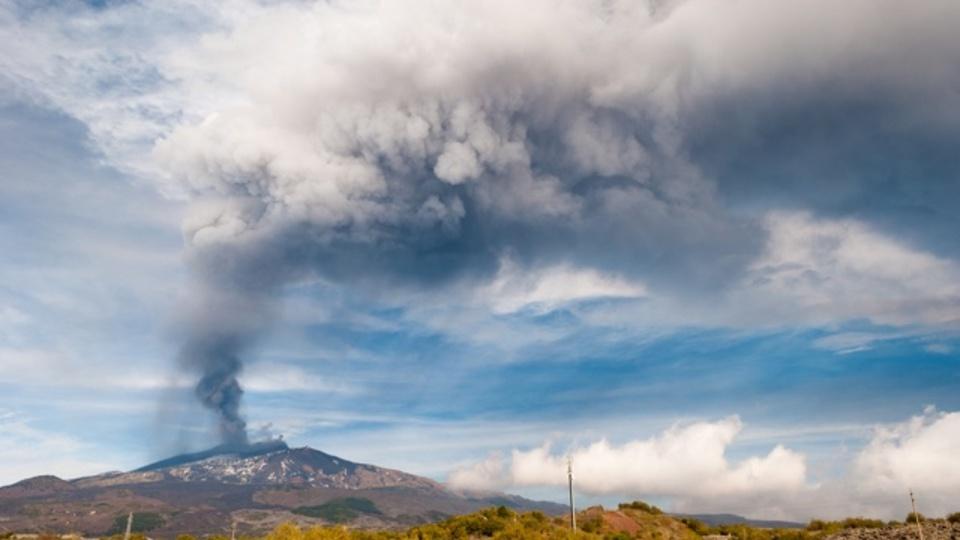 火山は噴火前にいったん静かになる