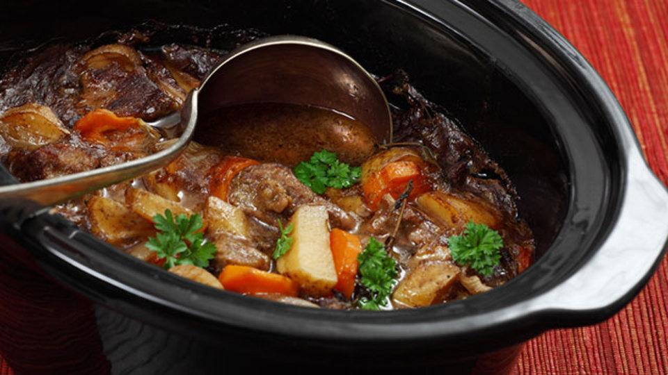 スロークッカーの料理を酸味とフレッシュハーブでさらにおいしくする方法