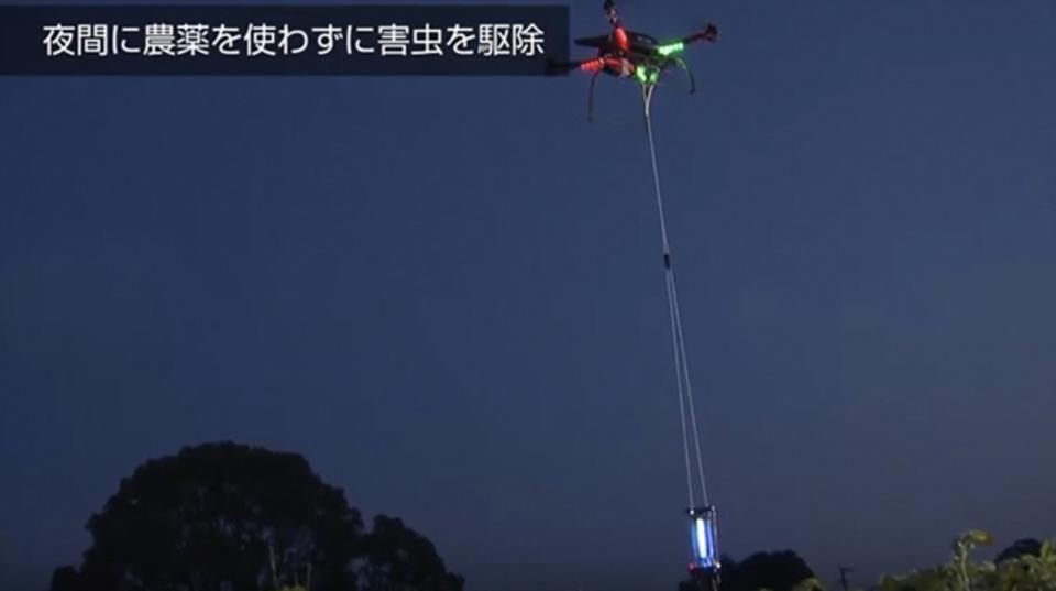 佐賀県で、夜間にドローンを飛ばして害虫駆除をする実証実験に成功