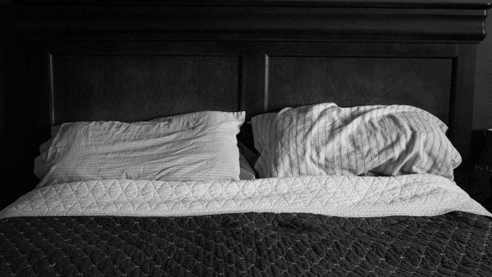 起きるためのアラームではなく寝るためのアラームを設定しよう