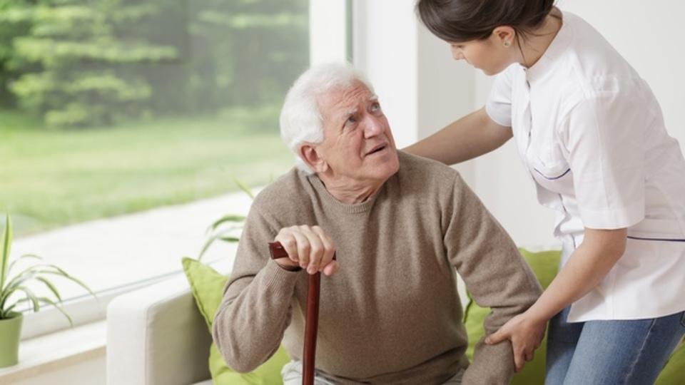 手足が震え筋肉がこわばる...高齢化社会の到来でパーキンソン病が増える?