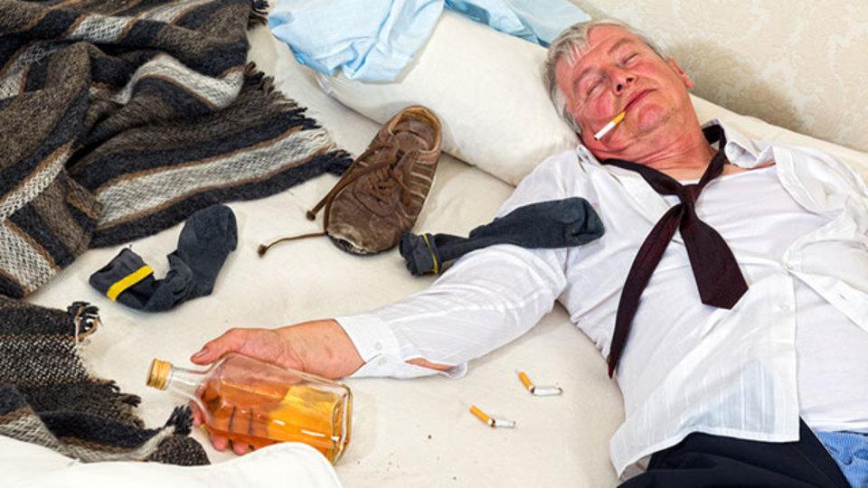 年を取ると二日酔いが治りにくくなるのはなぜ?