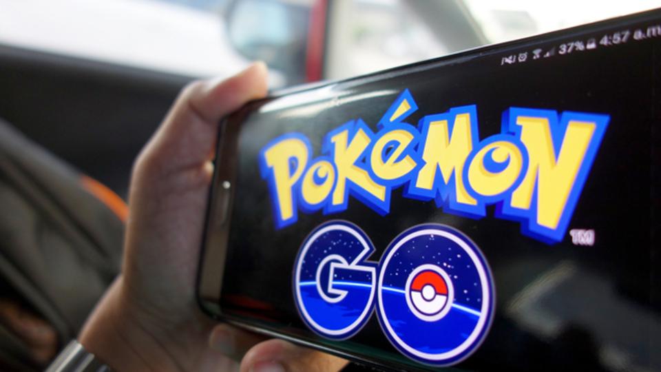 バットマンもデッドプールも。映画の有名キャラたちが、Pokemon GOをプレイする動画