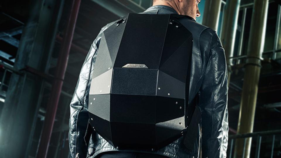 タフさと軽さを求めるならポリマー製のバックパック【今日のライフハックツール】