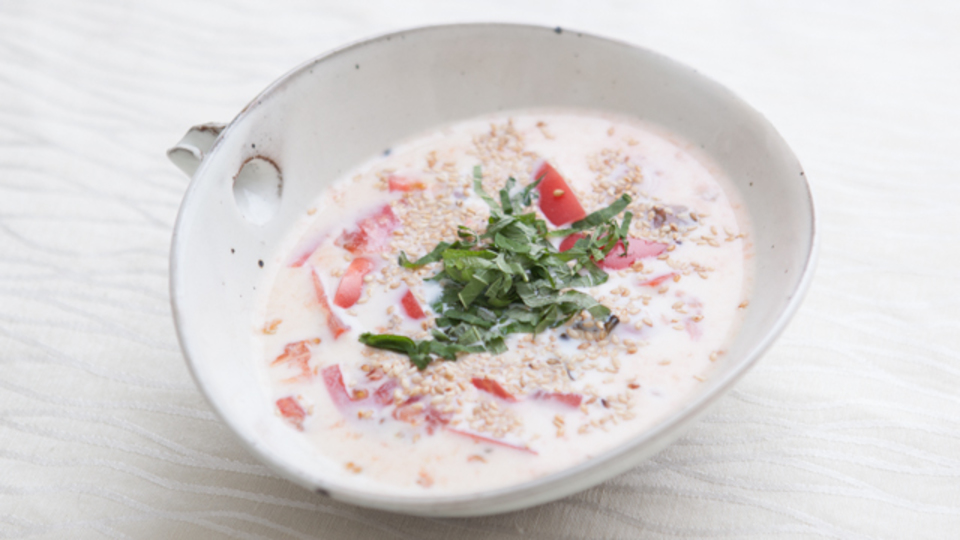 時間がない朝に作るエナジー朝食:熱中症予防に「トマトとミルクの冷製みそ汁」