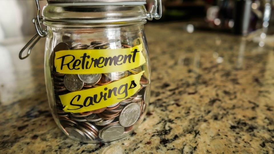 リタイア後に備えての貯金がうまいのは男性か女性か