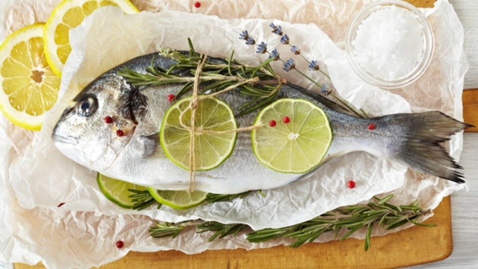魚から「生臭さ」を取り除く、科学的な3つの方法
