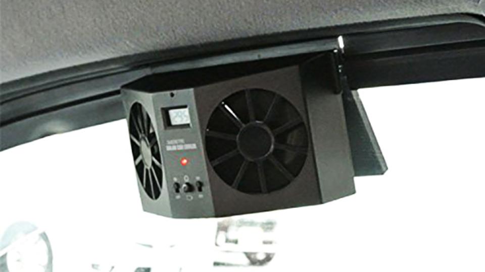 サウナのように熱くなる車内の空気を強制排出するファン【今日のライフハックツール】