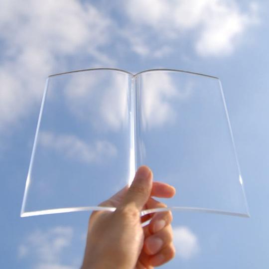 好きなページを見開いたままアクリル越しに読書ができる「BOOK on BOOK」