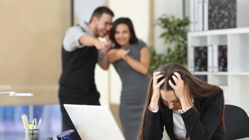 「会社に悪影響を与える社員」を見分ける方法8つ