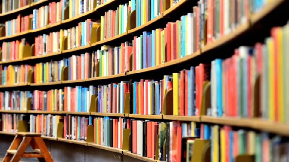 紙の本は死なない? 電子書籍の普及率は横ばい