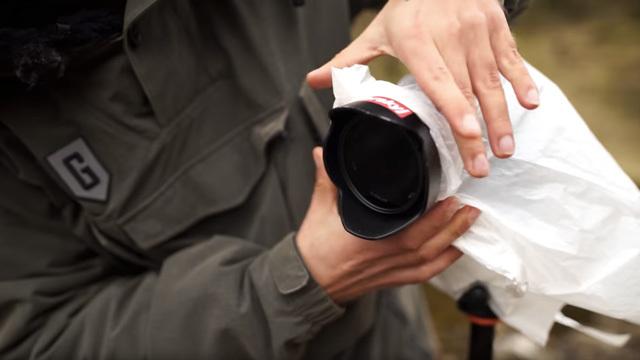 フォトグラファーが実践する「お金をかけずにカメラを雨から保護」する方法