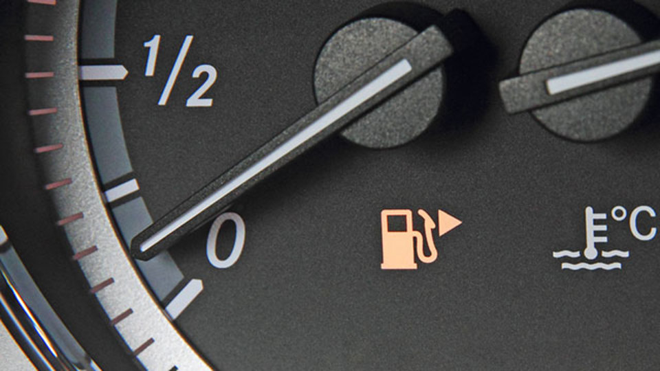 燃料がほとんど空になったクルマはどこまで走れるのか?【LHベストヒッツ】