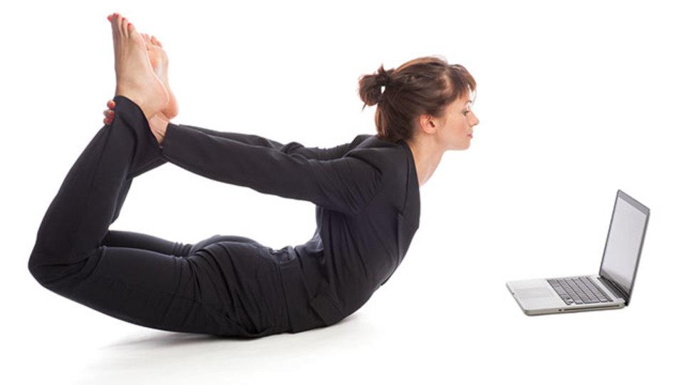 もうパソコンに前のめらない!姿勢を正す3つの簡単なエクササイズ