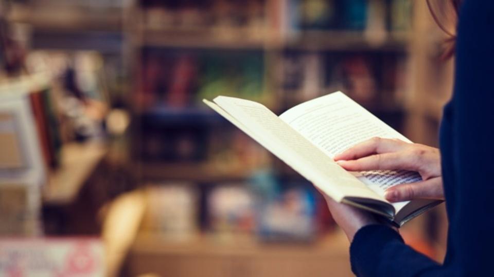 文学小説を読むとEQが上がるという研究報告が相次ぐ