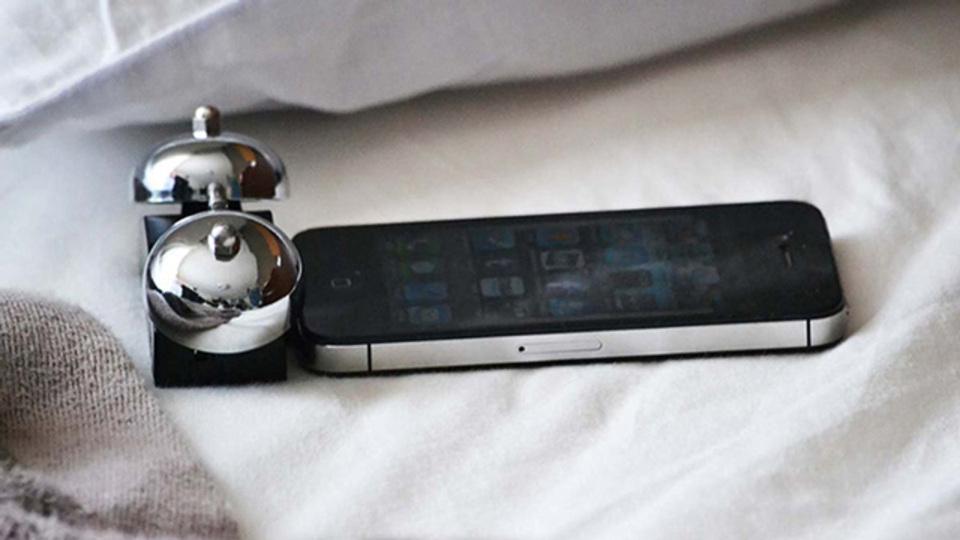 スマホのアラームじゃ起きれない人向けの、iPhoneにつなぐベル「iBell」