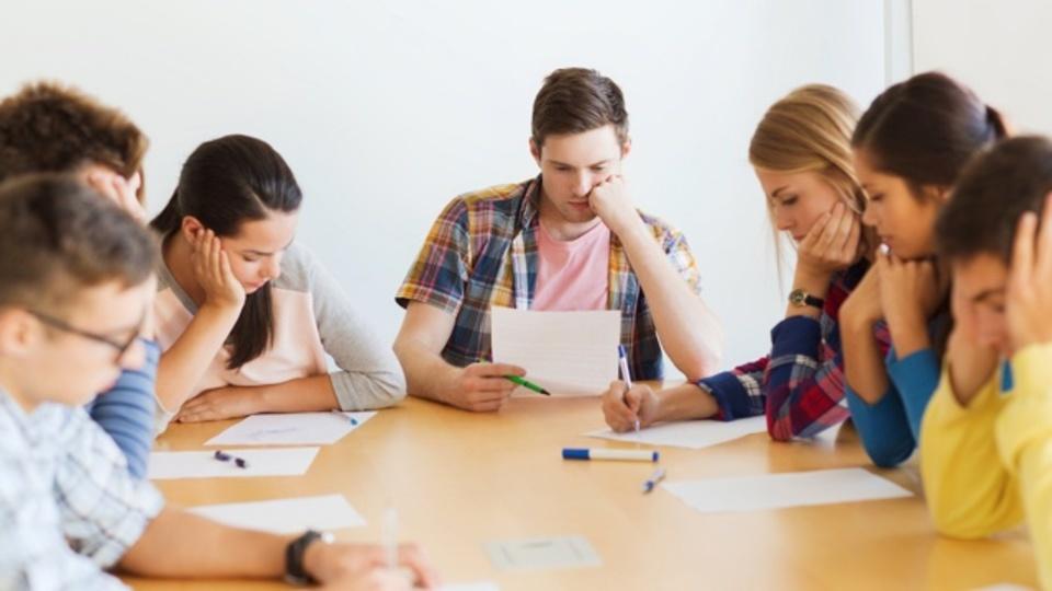 みんなで一緒に勉強や仕事をすると記憶力が落ちるかもしれない:研究結果