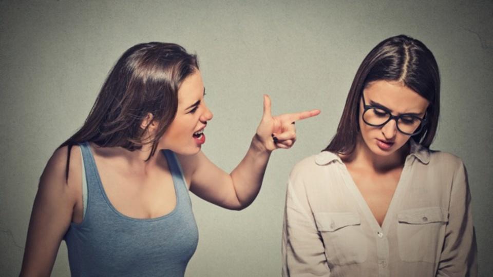 嫌な人と一緒にいると自分も嫌な人間になる:研究結果
