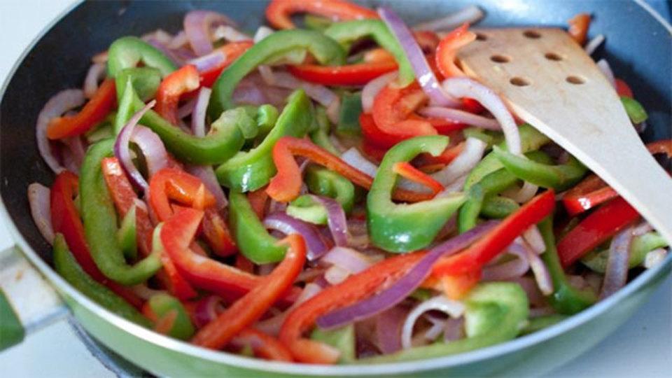 野菜にちょい足しすると美味しさが増す、12の食材と調味料
