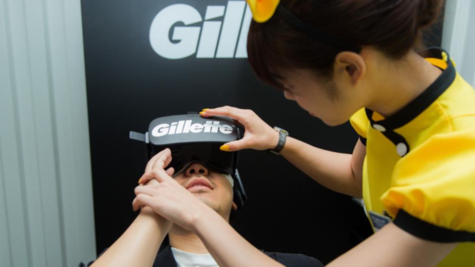ジレットが「史上最高」と誇るT字ひげ剃り、その実力をVR美女と体験してきた