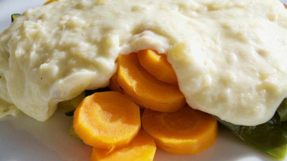 温野菜と相性抜群!とろけるチーズがたまらない「アリゴ」のレシピ