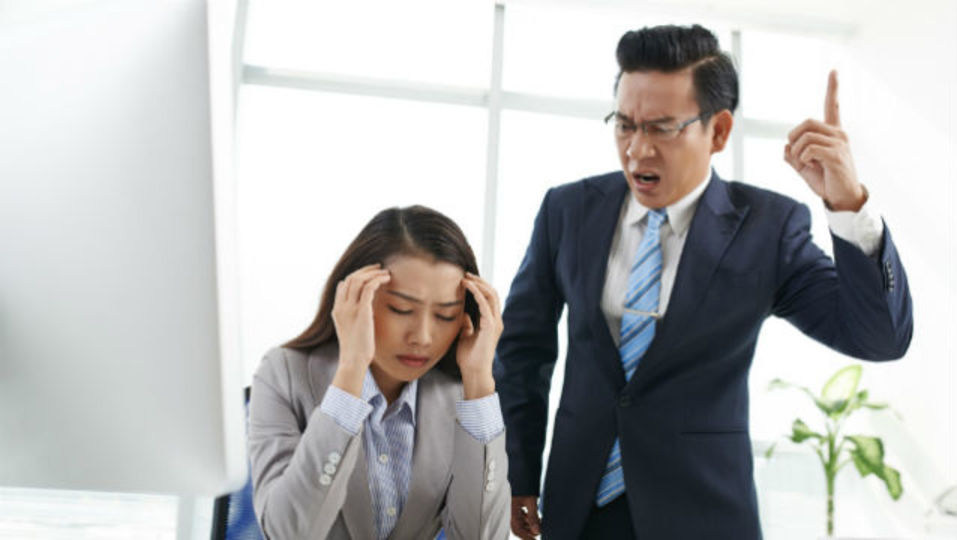 仕事ができない上司の下で仕事をするときの鉄則
