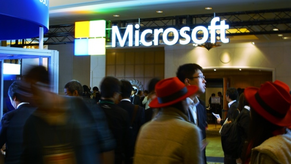 「仕事は歩きながらする」「会社から電話が消える」Microsoftが語った「変わるオフィス」