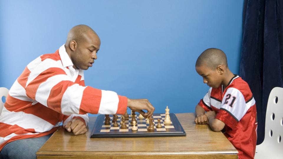 子どもとゲームをするとき、わざと勝たせてあげないほうが良い